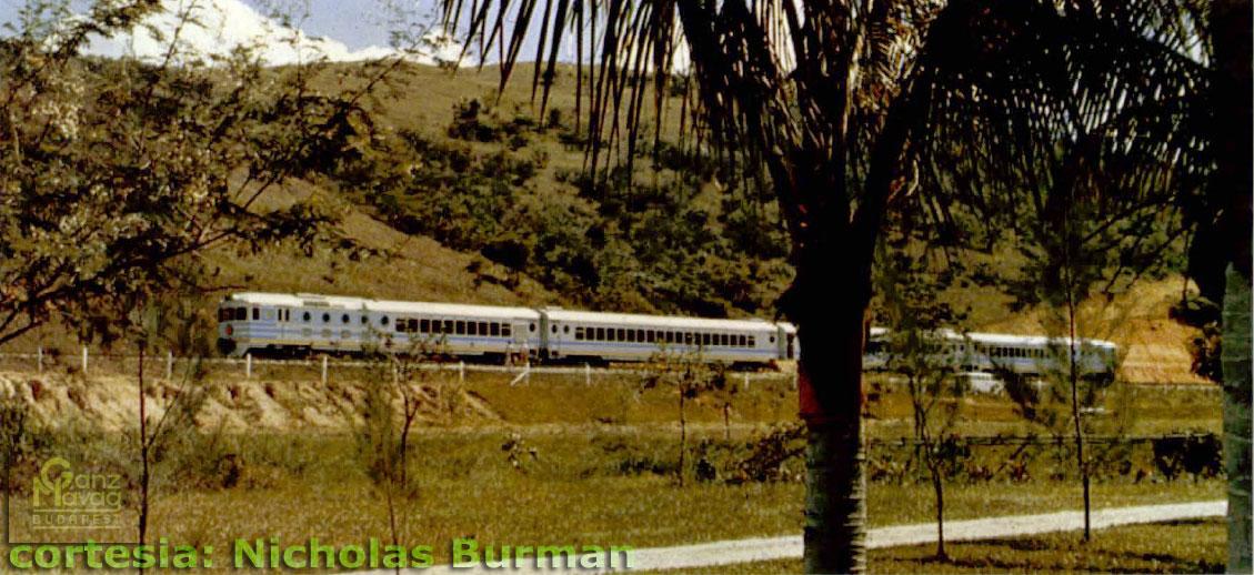 Trem Húngaro em viagem Rio de Janeiro - São Paulo