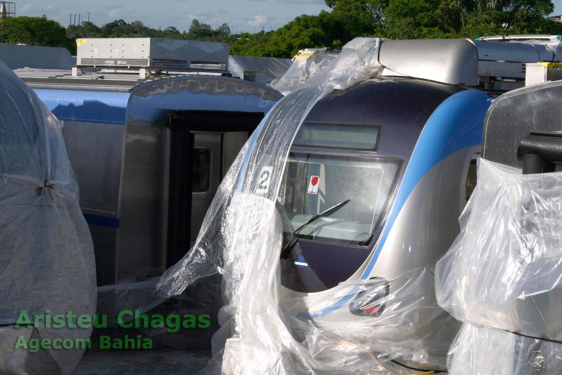 Vagões do Metrô de Salvador no pátio de amrazenagem até que os trilhos sejam assentados para efetuar os testes
