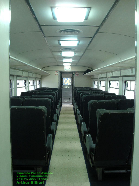 Salão da litorina antes da partida do trem experimental