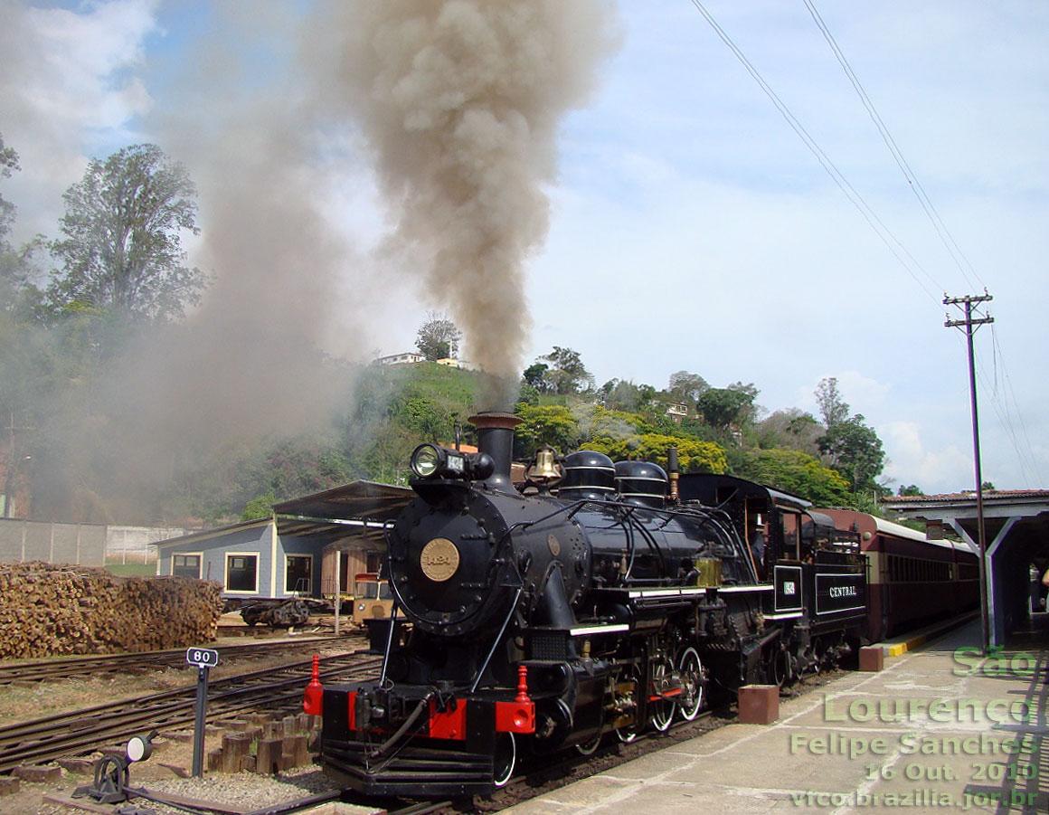 Locomotiva a vapor 1424 do Trem das Águas na estação ferroviária de São Lourenço (MG)