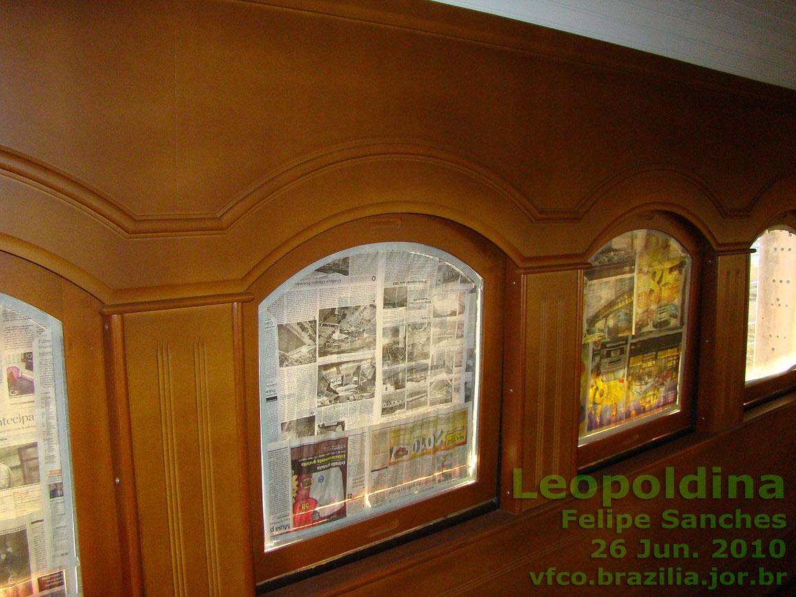 #445907  do acabamento interno do vagão já com os vidros nas janelas 1592 Vidros Nas Janelas