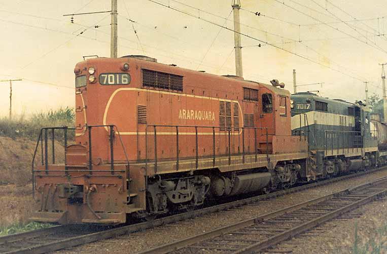 Locomotiva GP18 n. 7016 nas cores da Estrada de Ferro Araraquara