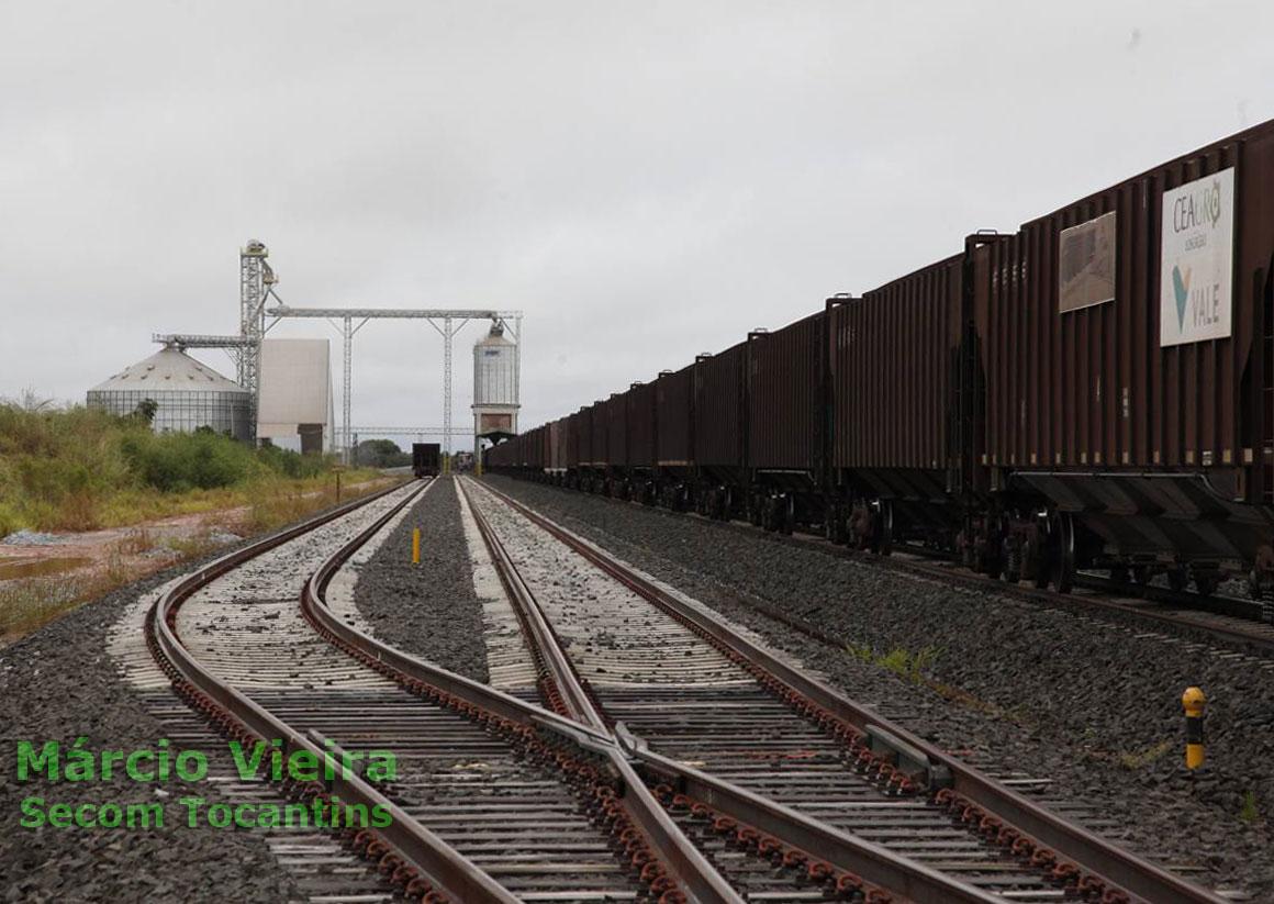 Vagões nos trilhos do terminal graneleiro da Ferrovia Norte-Sul em Colinas (TO)