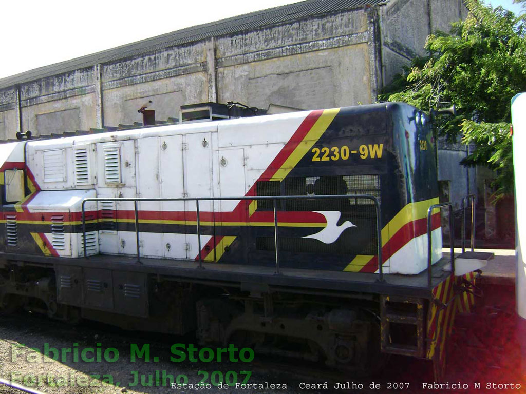 "Vista do ""nariz longo"" da locomotiva U10B nº 2230"