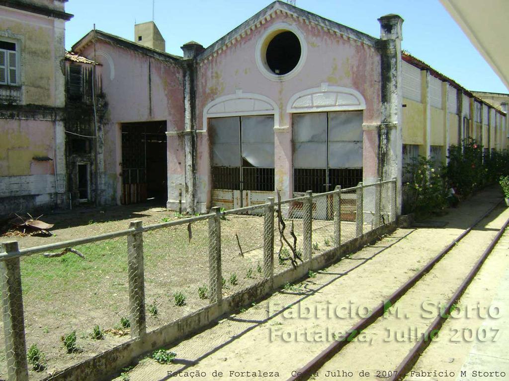 Prédios do conjunto das oficinas ferroviárias da antiga RVC - Rede de Viação  Cearense na estação e5e55350dd