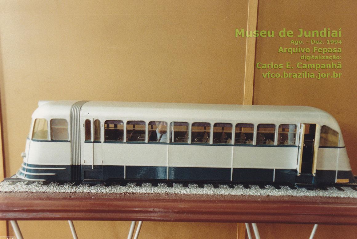 Ferreomodelo de vagão automotriz, fotografado no Museu Ferroviário de Jundiaí em 1994